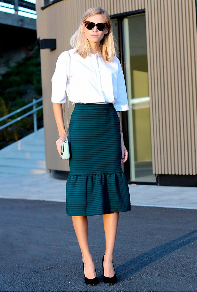 ruffle hem, peplum skirt, pencil midi skirt, skirts, flippy skirt, pencil skirt, midi skirt, emerald, white oxford, how to wear, trends, style, sunglasses, mini bag, black pumps, fall, transitional, via who what wear