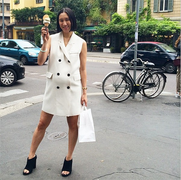 vests, vest blazer, double breasted vest, mules, black and white, eva chen, editor style, maternity style, bump style