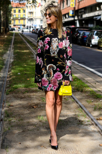 fall graphic print dress, fall florals, yellow mini bag, ladylike bag, black pumps, MFW-Street-Style-Day-5-7, dark florals, spring