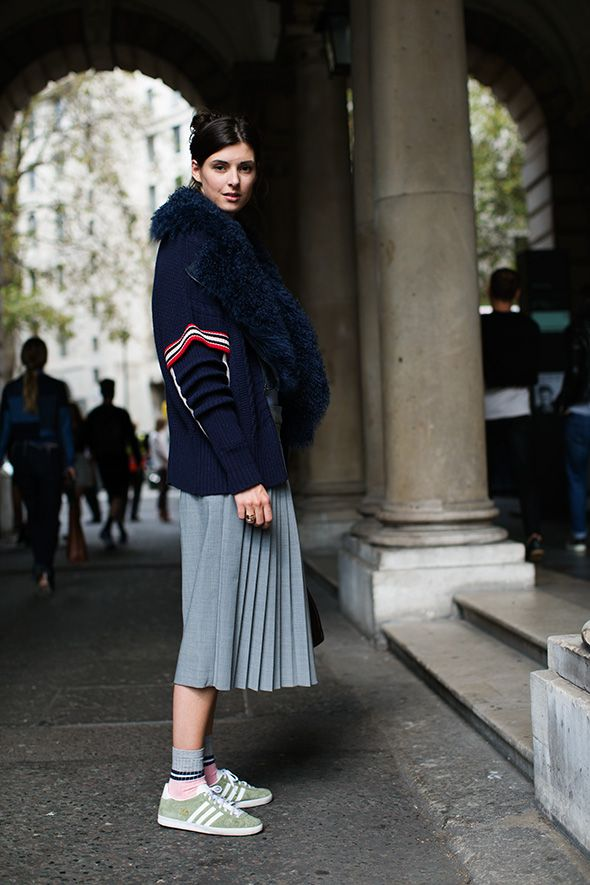 pleated skirt, midi skirt, grey skirt, sporty sweater, fur scarf, preppy, oversized sweater, sweaters and skirts, adidas sneakers, sneakers and skirts, socks and skirts, normcore