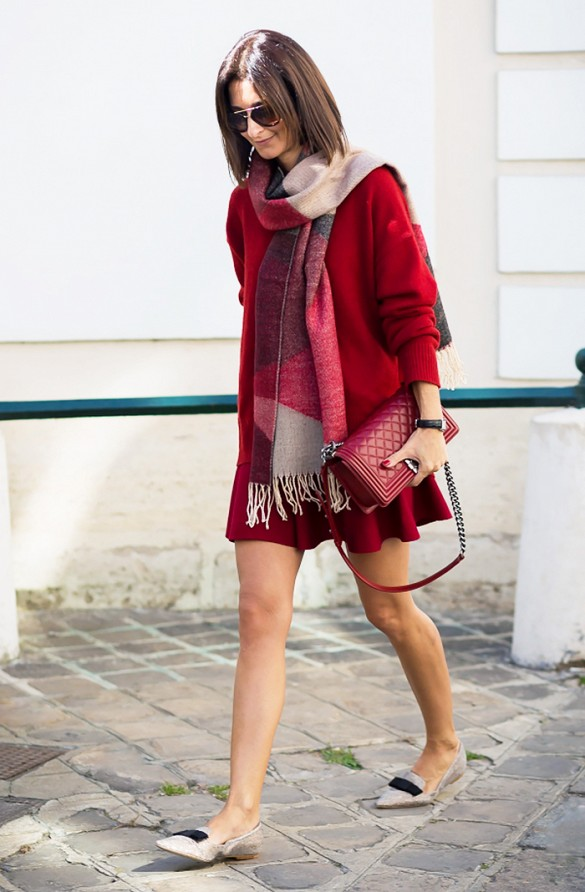 burgundy-oxblood-skirt-set-flippy-pleated-mini-skirt-pointy-loafers-matching-set-monochgromatic-scarf-red-bag-purse-fall-via-style-du-monde