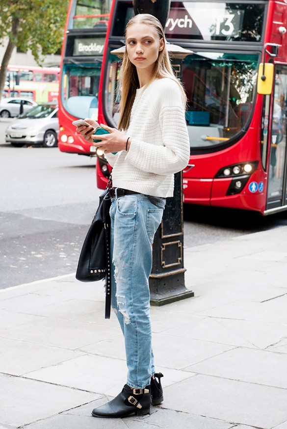 distressed-mom-jeans-buckled-ankle-cheslea-moto-boots-white-sweater-tomboy-studded-black-bag-model-style-via-imax-tree-via-who-what-wear
