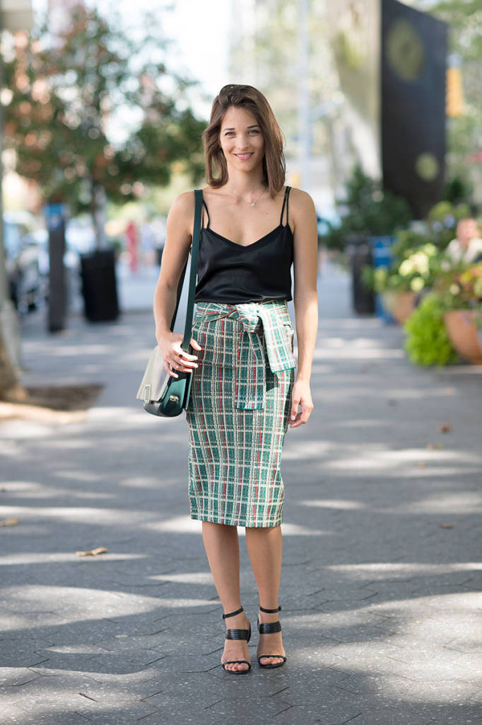 maria duenas jacobs, editor style, summer outfit, date night, shower, work, black cami and plaid midi skirt and knotted skirt and sandals