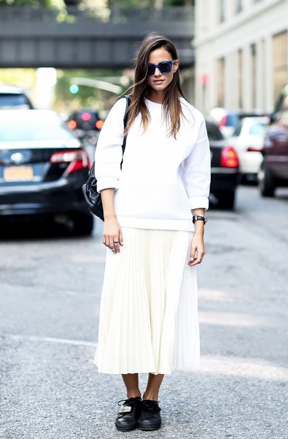 fall-whites-pleated-skirt-white-midi-skirt-long-midi-skirt-whtie-sweatshirt-mixing-whites-ivory-black-creeper-loafers-black-and-white-fall-monochromatic-via-whowhtwear