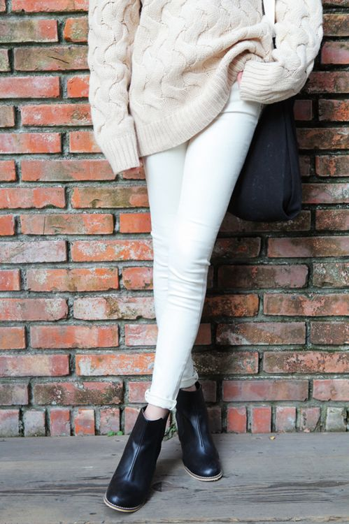 fall-whites-white-jeans-oversized-white-sweater-fall-style-via-the-streestyle-tumblr