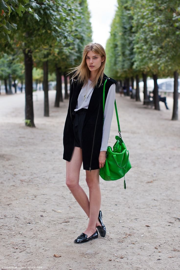 long-blazer-black-and-white-bright-bag-model-via-stockholmstreetstyle.com