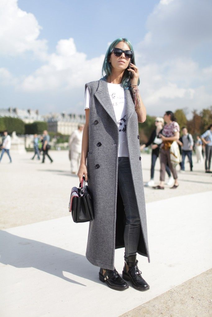long-vest-grey-grunge-fall-via-wwd, tailored vest coat, grey jeans, graphic tee, fall neutrals, top handle bag, sunglasses
