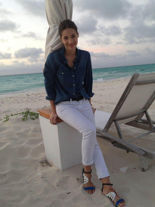 white jeans, chambray shirt, beach, summer outfit, summer vacation,