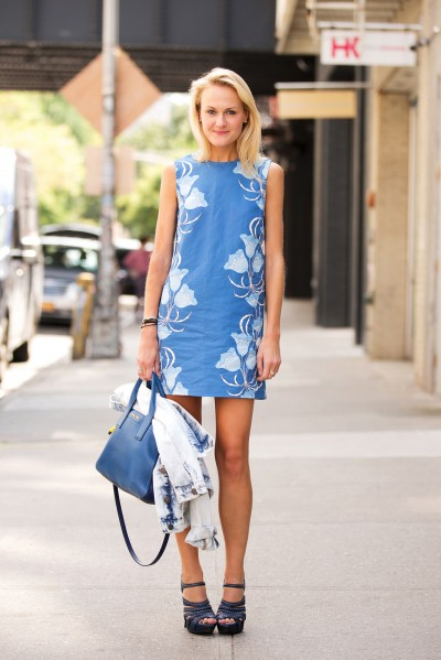 mary-kate-steinmiller-floral-printed-shift-dress-blue-bag-platform-sandals-heels