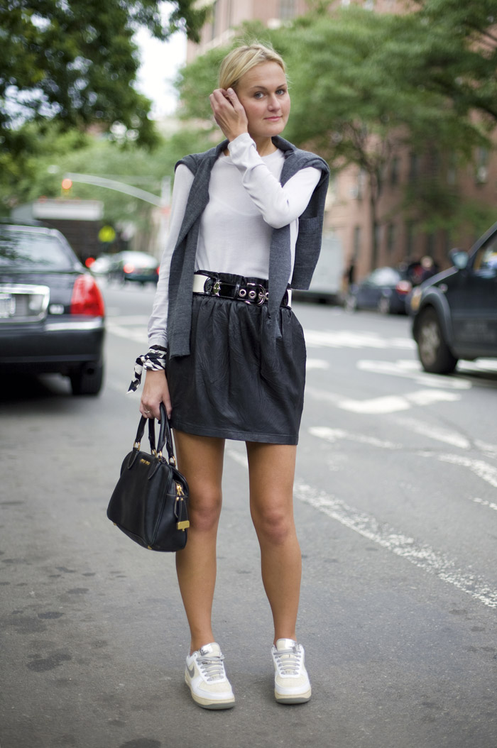 black mini skirt, top handle bag, scarf bracelet, black and white, belt, sneakers and skirts, white sneakers, nike sneakers, fall, mary kate steinmiller, editor style, editors