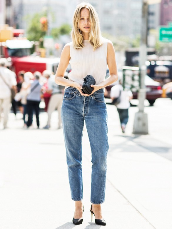 mom-jeans-black-pumps-elin-king-via-a-love-is-blind