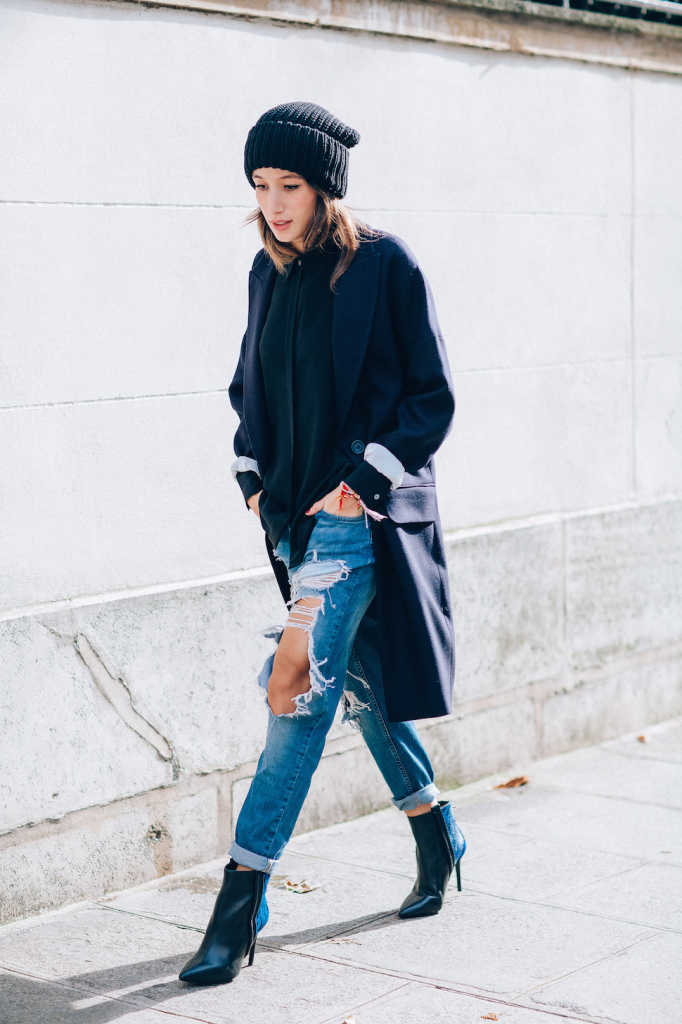 how to roll your jeans, denim styling, jeans ripped-jeans-boyfriend-jeans-distressed-rolled-jeans-ankle-boots-navy-coat-via-
