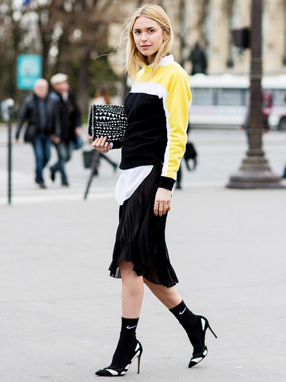 socks-and-heels-asymmetrical-skirt-colorblock-sweater-pumps-black-and-white-nike-normcore-sporty-via-a-love-is-blind