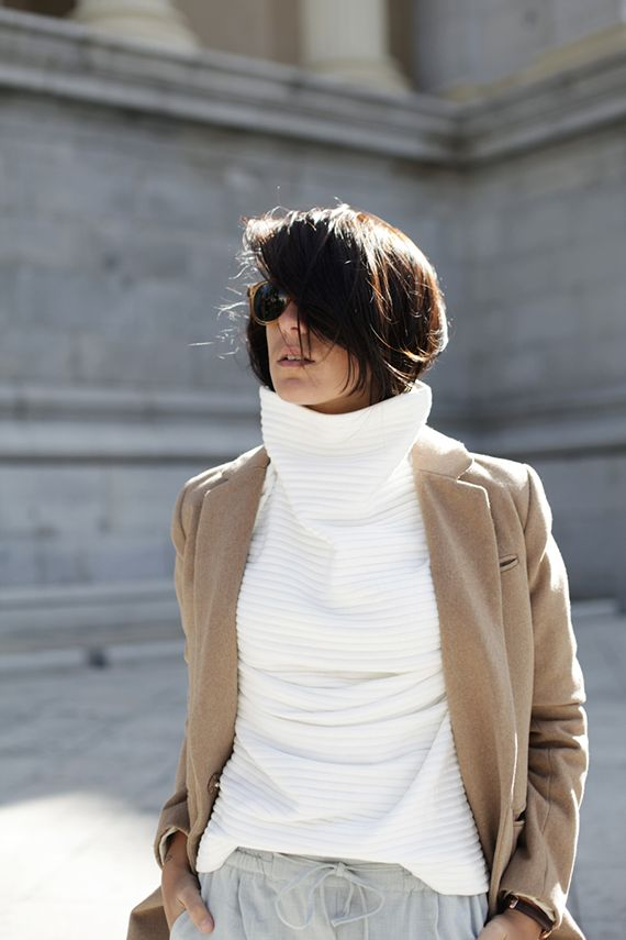 turtleneck-sweater-camel-coat-grey-sweats-fall-layers-classic-fall-neutrals-via-myparadissi.com