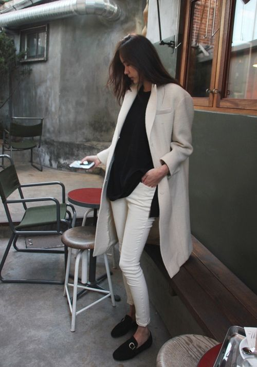white-jeans-black-sweater-grey-white-coat-fall-whites-neutrals-via-feedly.com