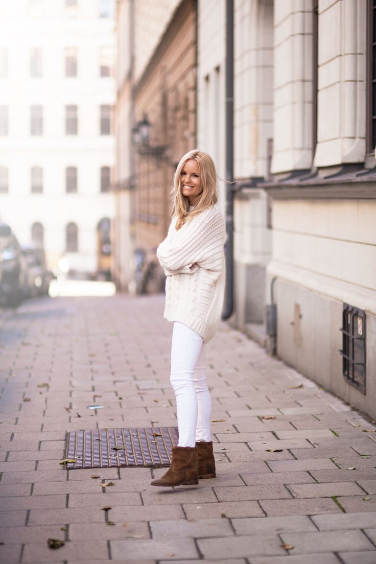 white-jeans-oversized-white-fisherman-sweater-white-on-white-fall-whites-neutrals-brown-isabel-marant-ankle-booties-weekend-via-bloglovin