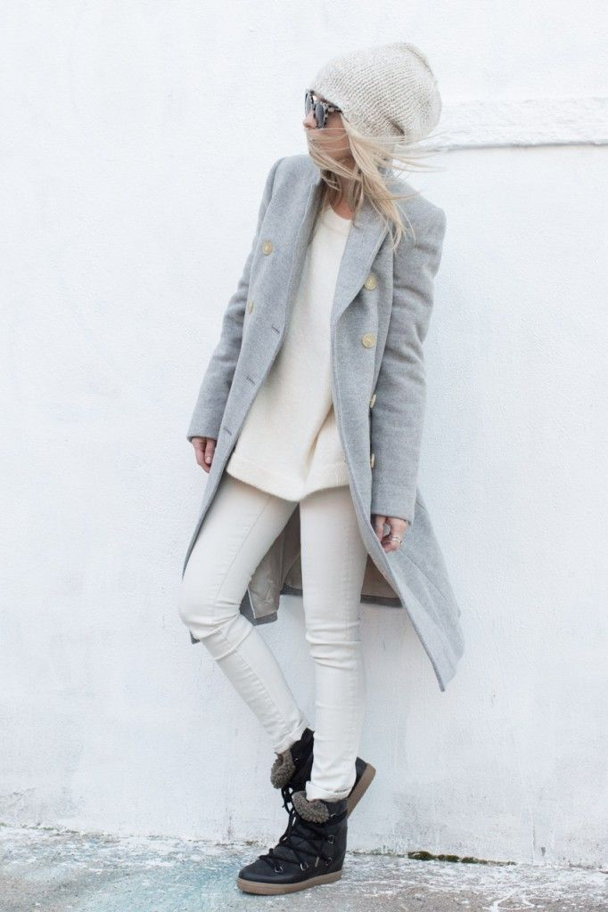 how to wear snow boots, winter outfits, snow outfits, white jeans, beanie, grey coat
