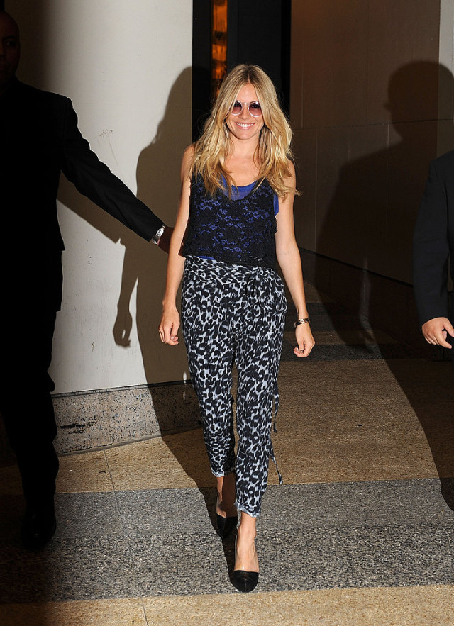 sienna miller, printed pants, lace top, crop top, heels, blue, night out, going out, summer, spring, weekend, date night