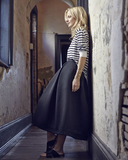 slides, midi skirt, striped tee, stripes, elle strauss