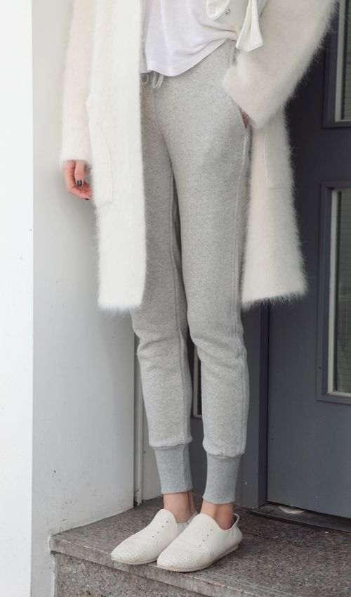 grey-sweatpants-furry-duster-coat-white-coat-grey-sweatpants-white-slip-on-sneakers-via-theglossiernerd.tumblr.com