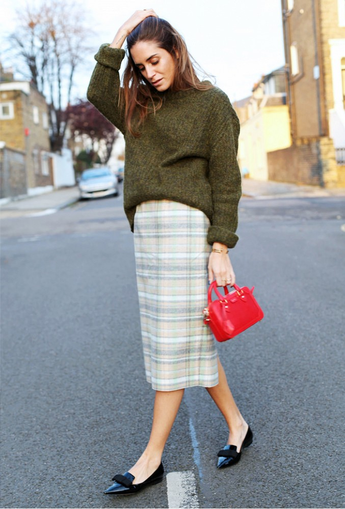 tucked in sweater, plaid skirt, plaid pencil skirt, midi skirt, small red mini bag, green sweater, tucked in sweater, fall holiday work outfit, holiday party outfit