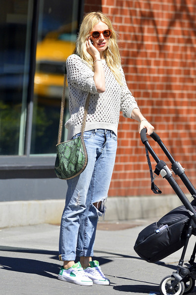 sienna-miller-boyfriend-jeans-sneakers-fishnet-sweater-perforated-sunglasses-via-stylebistro