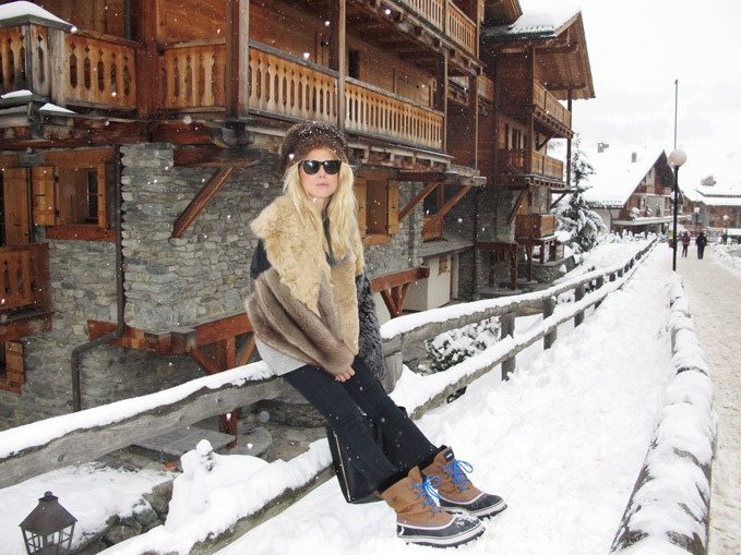 how to wear snow boots, winter outfits, snow outfits, sorrel boots, fur coat, ski outfit, fur hat, elin kling
