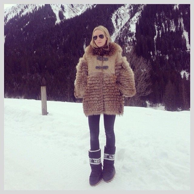 how to wear snow boots, winter outfits, snow outfits, moon boots, fur coat