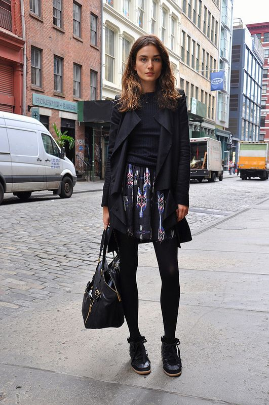 sneakers-and-skirts-high-tops-printed-sirt-black-tights-winter-via-aminuteawayfromsnowing.tumblr.com-commuter-style-work-winter-work