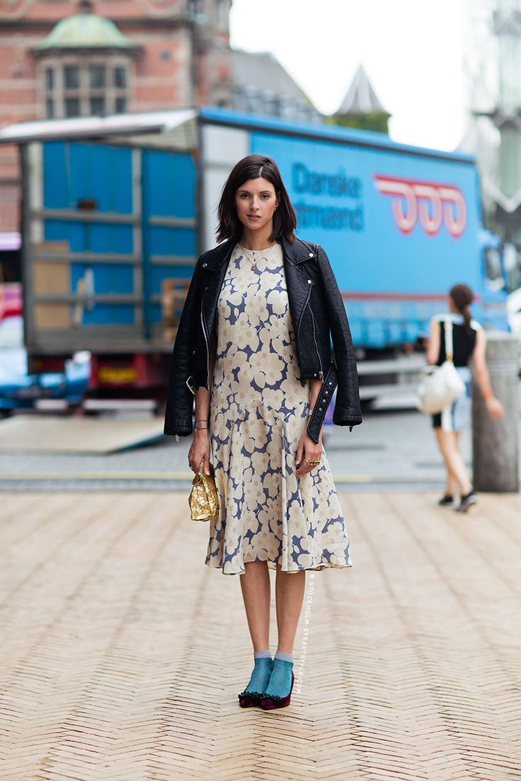 socks-floral-dress-fall-florals-transitional-dressing-ladylike-via-stockholm-streestyle.com