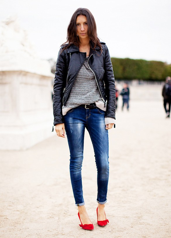 sweater-honeycomb-sweater-black-leather-moto-jacket-skinny-jeans-rolled-jeans-red-pumps-via-