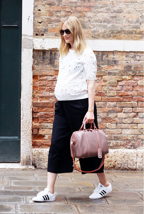 culottes-bump-style-addias-sneakers-round-bag-black-and-white-cutout-laser-cut-via-blameitonfashion
