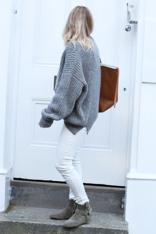 winter outfit, white jeans, grey oversized sweater, booties, winter weekend outfit