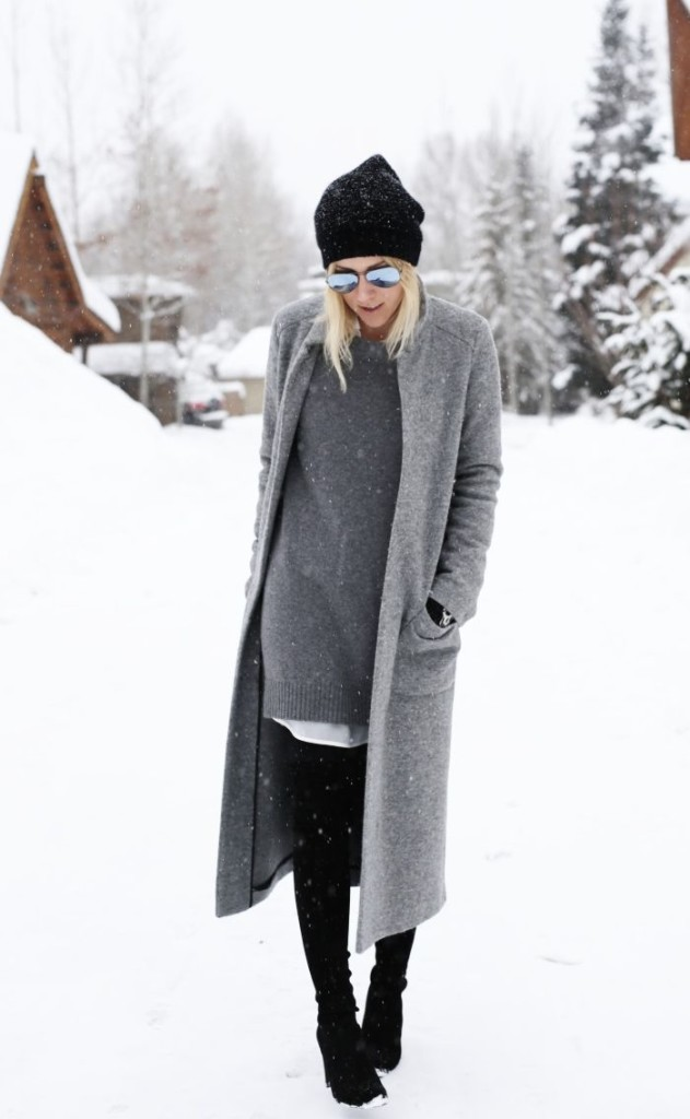 ski outfit, apres ski outfit, grey tunic sweater, grey sweater coat, black skinnies, beanie, winter outfit, damsel in dior