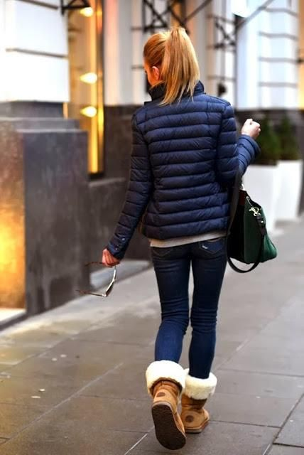 snow outfits, what to wear in a snowstorm, winter outfit, uggs, puffy coat