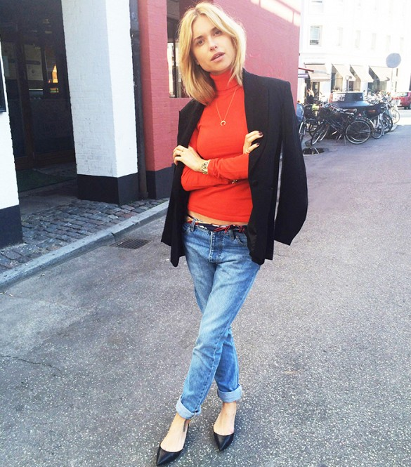 how to wear a turtleneck, red turtleneck, look de pernille, rolled jeans