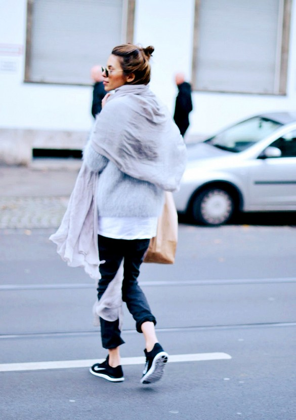 sweatpants-nike-sneakers-gym-shoes-fuzzy-sweater-oversized-sweater-white-tee-scarf-casual-weekend-via-maja-wyh