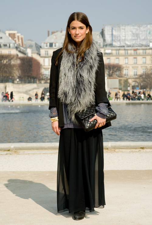 how to wear black maxi skirts in winter