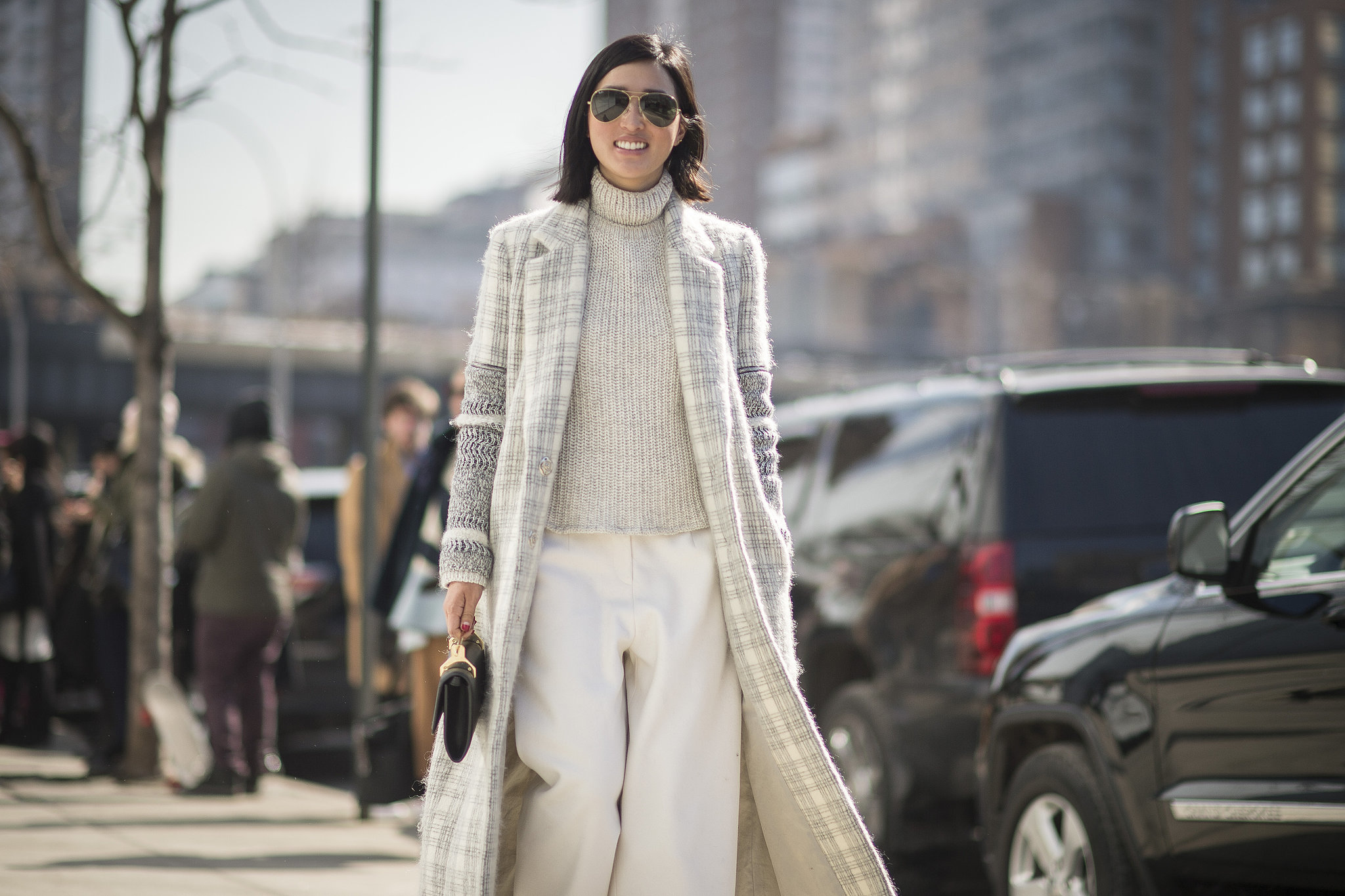 nyfw, winter whites, white pants, monchromatic, winter neutrals, tutleneck sweater, printed coat, cropped pants, culottes, street style, work