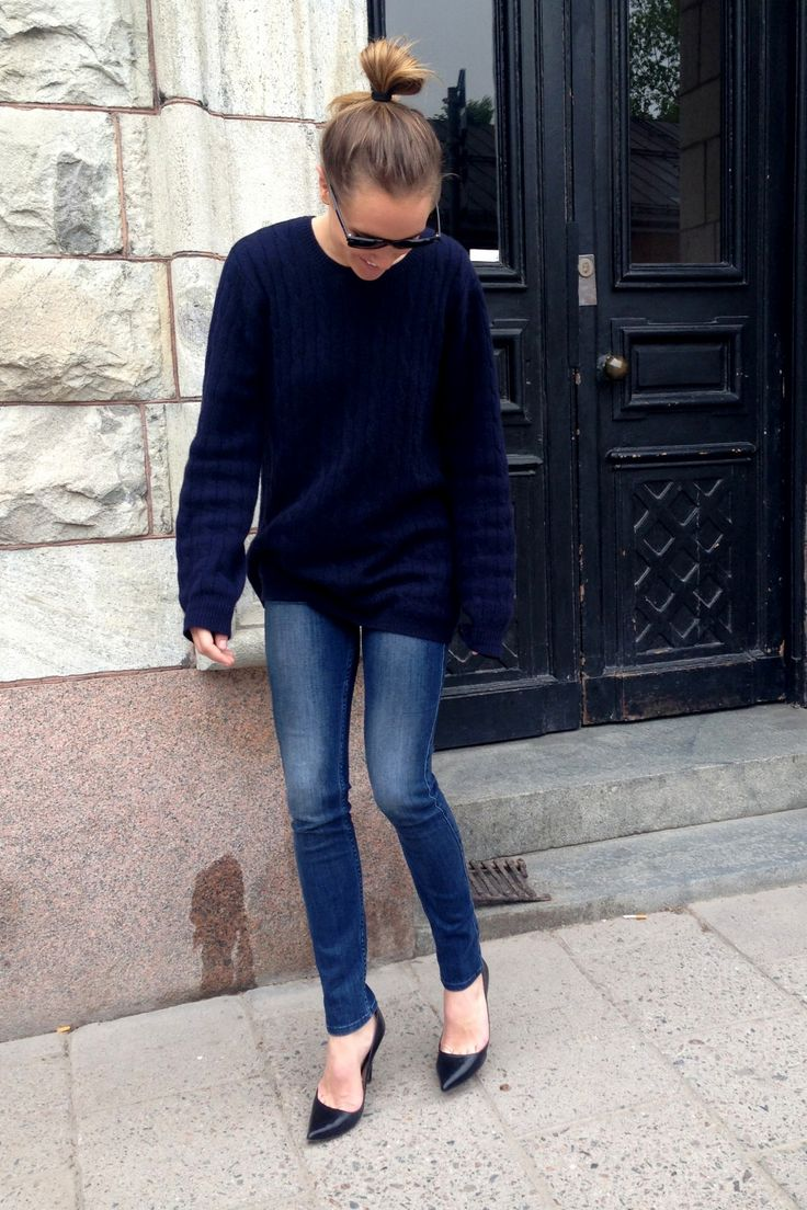 navy-oversized-sweater-black-pumps-skinny-jeans-weekend-casual-via ...