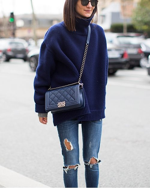 winter outfits, turtleneck sweater and jeans, oversized sweater, navy sweater