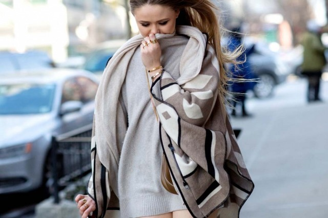 nyfw-blanket-coat-turtleneck-sweater-neutrals-winter-whites-neutrals-via-via-thestyleograph