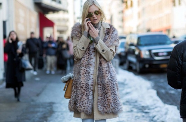 nyfw-fur-vest-trench-coat-turtelneck-winter-layers-turtleneck-classic-glam-via-thestyleograph