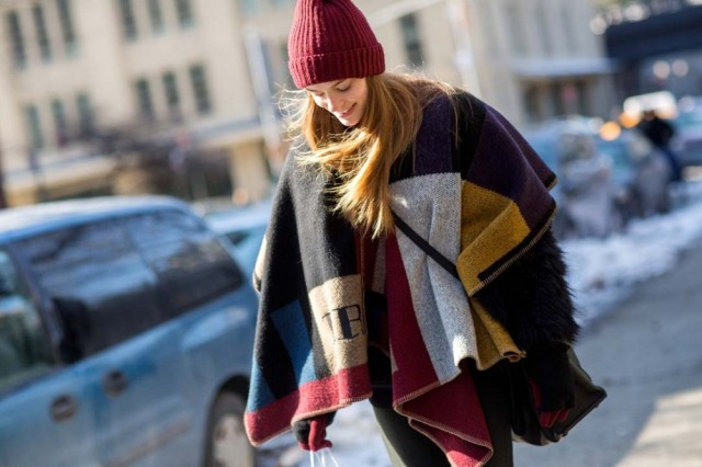 nyfw-pom-pom-hat-blanket-coat-burberry-winter-layers-model-style-via-thestyleograph