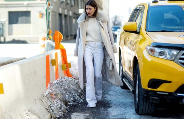 nyfw-white-jeans-wide-leg-pants-all-white-winter-whites-blush-coat-fur-trim-via-via-thestyleograph