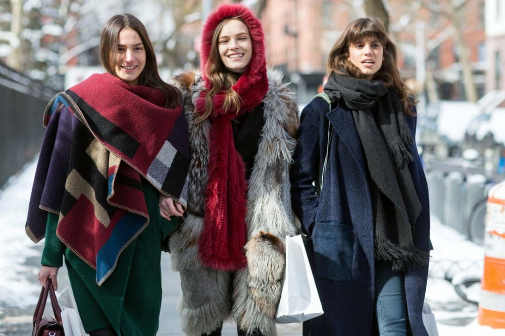 nyfw-winter-layers-accessories-blanket-coat-burberry-scarf-model-style-layering-fur-via-thestyleograph