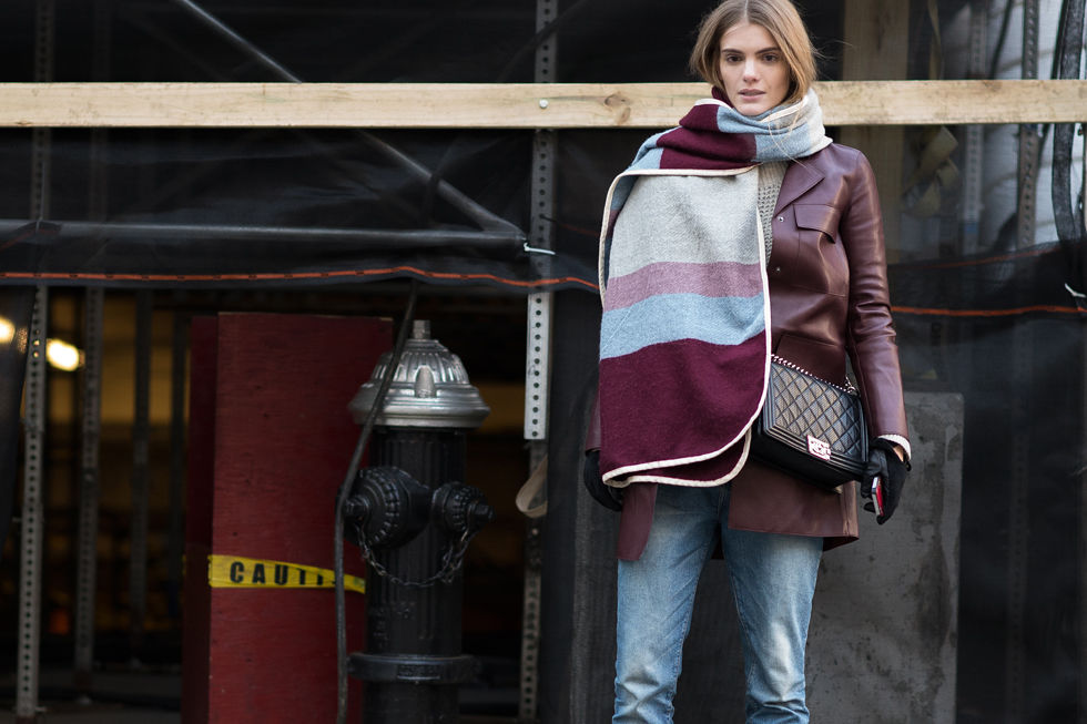 nyfw-winter-layers-freezing-elle-marsala-burgundy-oxblood-coat-jeans-striped-scarf-oversized-scarf-burberry