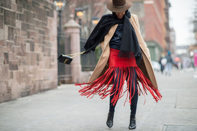 nyfw-winter-layers-freezing-elle-red-and-black-red-fringe-skirt-suede-wide-brim-hat-camel-coat-black-scarf
