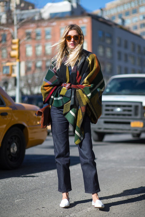 nyfw-winter-layers-freezing-hbz-plaid-blanket-coat-belted-coat-scarf-white-loafers