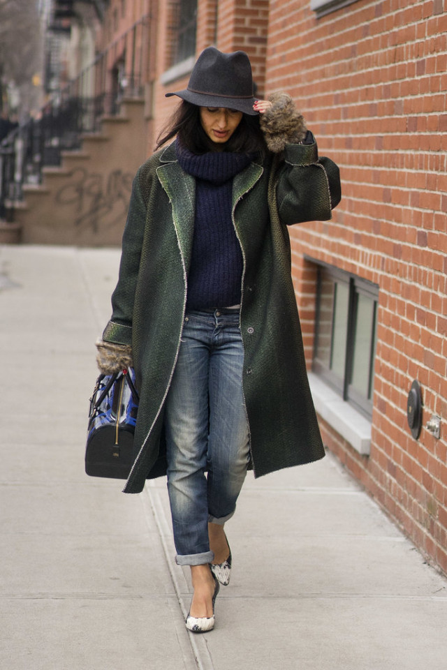 how to roll your jeans, denim styling, jeans NYFW, winter layers, chunky turtleneck sweater,